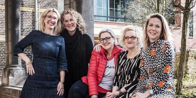 v.l.n.r. Mare Riemersma, Henniëlle Dam, Xandra Groenewold, Jellie Tiemersma en Jorien Bakker. Foto: Siese Veenstra