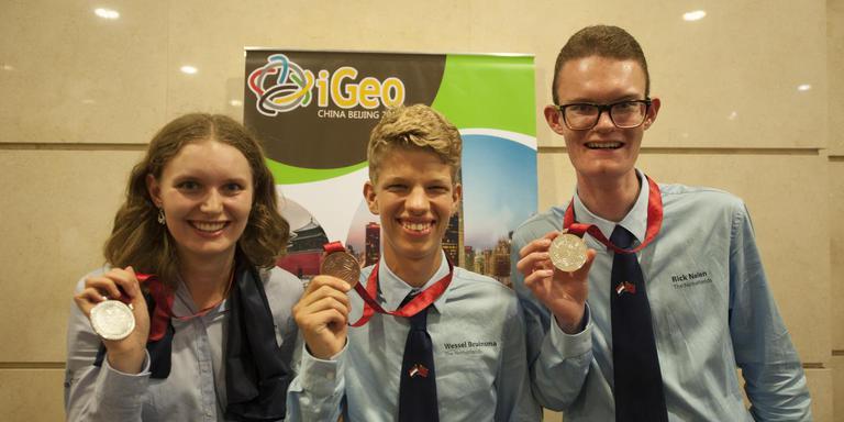 Op de foto van links naar rechts: Medaillewinnaars Greetje Huisman uit Wildervank, Wessel Bruinsma uit Leidschendam en Rick Nelen uit Tholen.