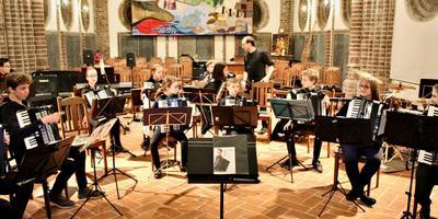 Het NJAO bereidt zich voor op het optreden in de Winschoter Marktpleinkerk.