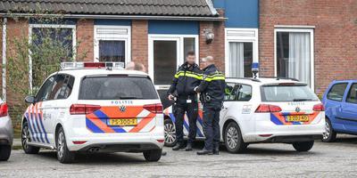 Gewonde man in woning Uithuizen. Foto: ProNews