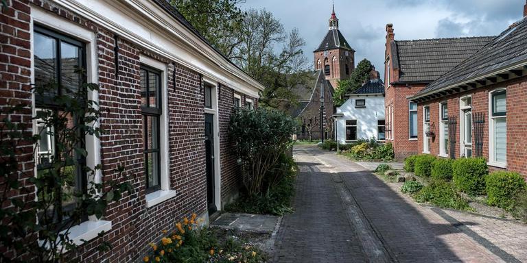Veel Middelstumers zouden liever samengaan met de nieuwe gemeente Hogeland dan met de beoogde fusie van Loppersum met Delfzijl en Appingedam, maar de spelregels staan dat volgens het Lopster college niet toe. Foto Archief Jan Zeeman