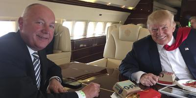 Pete Hoekstra met Donald Trump.