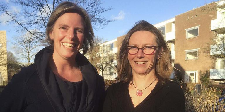 Carola Simon en Esther Rodenburg, onderzoekers in aardbevinggebied. FOTO ARCHIEF DVHN