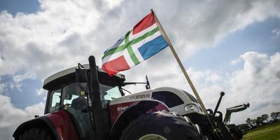 Kort na de aardbeving bij Westerwijtwerd organiseerden boeren een demonstratie. Ze eisen een snellere schadeafhandeling. Foto: ANP