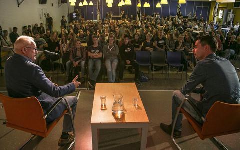 Succestrainer Foppe de Haan tipt Leekster scholieren: 'Je komt ver als je er echt voor wilt gaan' (+video)