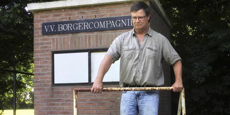 Penningmeester Rudi Scholtens van vv Borgercompangie heeft er geen zin meer in. Voetballers lopen weg, de club stopt, de boel kan aan de kant. Foto: DvhN