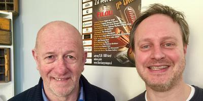 Willem Koster en Joris van Berkel (rechts) zijn klaar voor de elfde Blues Tour, zaterdag in Groningen. Foto: DvhN
