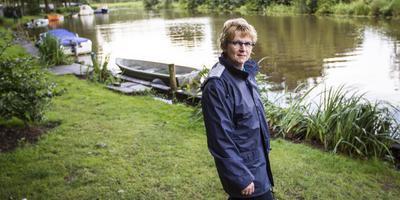 Diny Fluttert moet van de gemeente op korte termijn gedane ingrepen op een deel van haar camping ongedaan maken.
