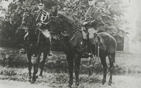 Marechaussees te paard in Stadskanaal. Eén van de eerste plaatsen waar de marechaussees hun intreden deden in het onrustige Noorden.