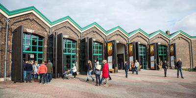 De voormalige remise is omgetoverd tot een coöperatie waar bedrijven Groninger granen verwerken. Foto Huisman Media