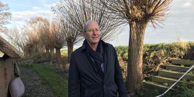 Wessel Zijp bij zijn woning. Foto: DvhN