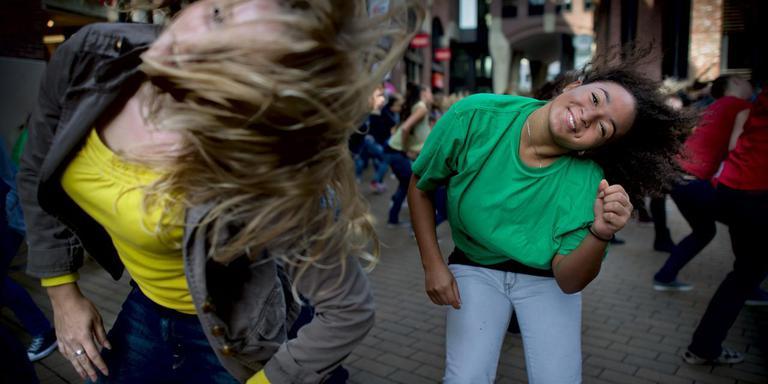 Tijdens de Diversity Day in 2013 was er een flashmob op het Waagplein. Foto: Archief DvhN.