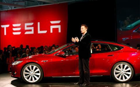 Tesla gaat alleen online verder, sluit wereldwijd winkels