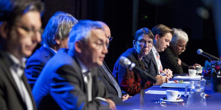 Staatssecretaris Jetta Klijnsma maant de bestuurders in Oost-Groningen tot tempo. Na afloop hielden de betrokkenen een persconferentie. FOTO HUISMAN MEDIA