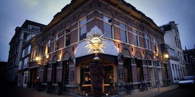 Op de begane grond van dit pand wil het Amsterdamse horecabedrijf IQ Creative een Happyhappyjoyjoy vestigen en erboven komen zelfstandige woningen. foto archief dvhn