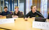 Brugklassers debatteren in raadszaal Pekela