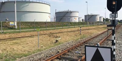 NAM-tankenpark Farmsum met opslag van aardgascondensaat. Foto: DvhN
