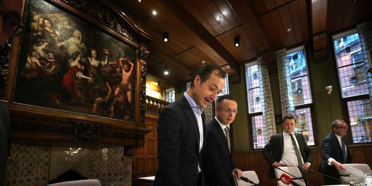 Minister Eric Wiebes van Economische Zaken en Klimaat was vorige week op het provinciehuis in Groningen voor de presentatie van het nieuwe schadeprotocol. Foto: ANP/Catrinus van der Veen
