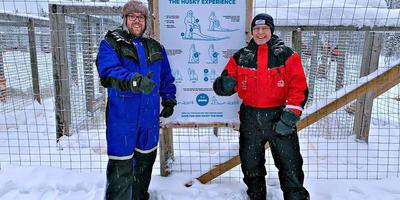 Arjan de Boer (links) met reispartner Gerrit Heeres tijdens de Arctic Challenge onderweg naar de Noordkaap. Eigen foto