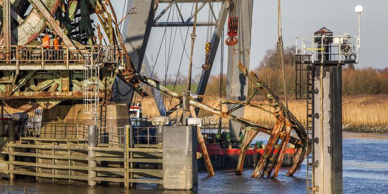 Kort na de aanvaring werden de resten van de Friesenbrücke geborgen.