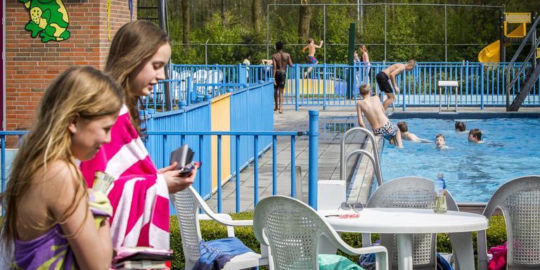 Op 2 mei opende zwembad De Kolck in Meeden voor het eerst de deuren in 2016. FOTO HUISMAN MEDIA