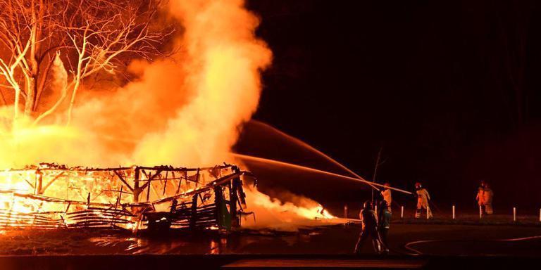 Sinds de felle brand van 8 december zit roeivereniging Neptunus in Delfzijl nog altijd zonder botenhuis, daar komt nu een tijdelijk oplossing voor.
