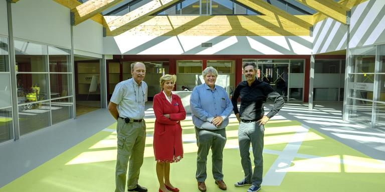 Henk Kramer, An de Vries, Goeman Kranenborg en Albert van Kasteel (v.l.n.r.) openen in september hun Medisch Centrum Hoogzand-Sappemeer officieel met een open dag. foto Jan Zeeman