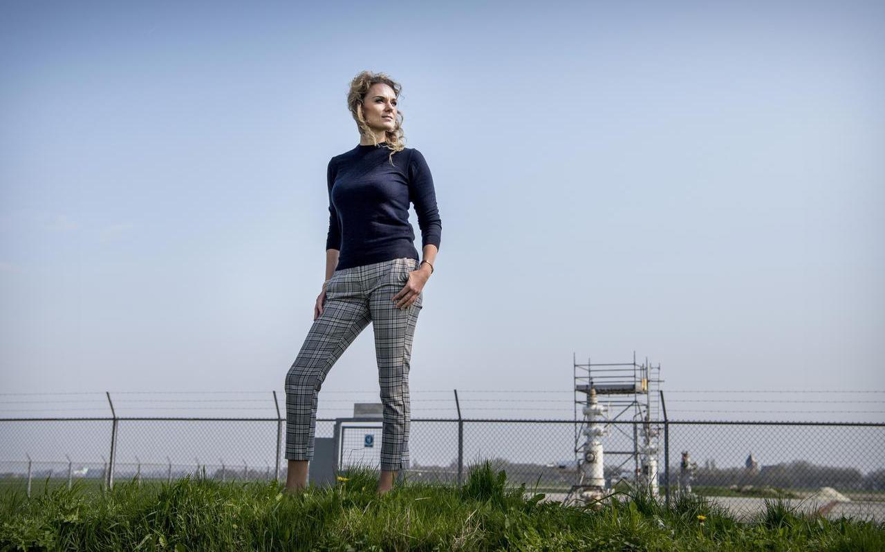 """Advocaat Marcella Spithoff bij de gaslocatie in Zeerijp. """"Ik hoop dat Groningen niet eindigt als Christchurch."""" Foto: Corné Sparidaens"""