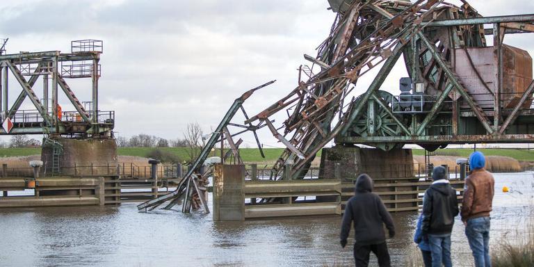 De spoorbrug bij Weener, vlak na de aanvaring