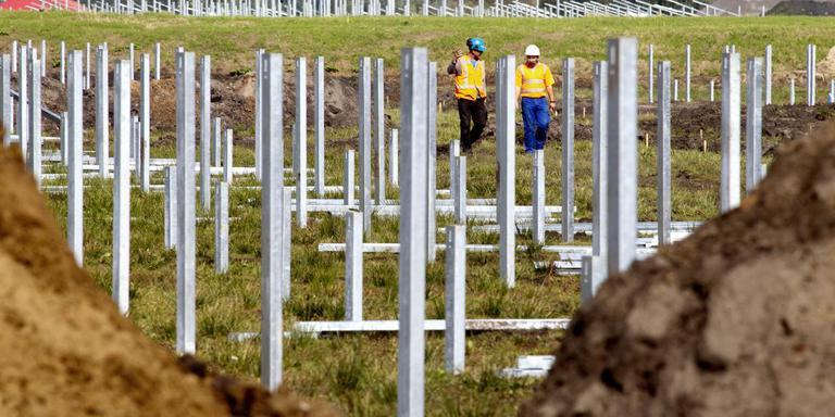 De aanleg van het zonnepark van Powerfield in Wildervank. Foto: Archief Harry Tielman