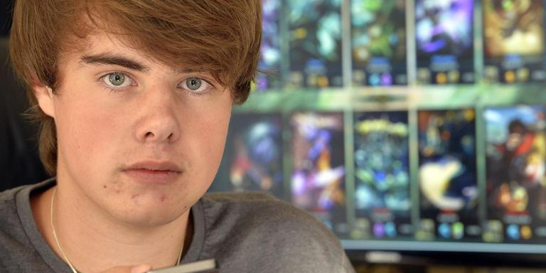 Mike speelt nog altijd 'League of Legends', maar zonder de Duitse moordverdachte. Foto BOUDEWIJN BENTING