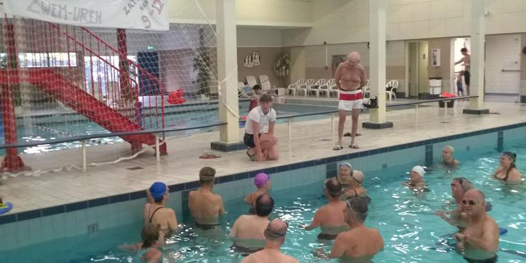 zwemmers de parrel weigeren bad te verlaten - groningen - dvhn.nl
