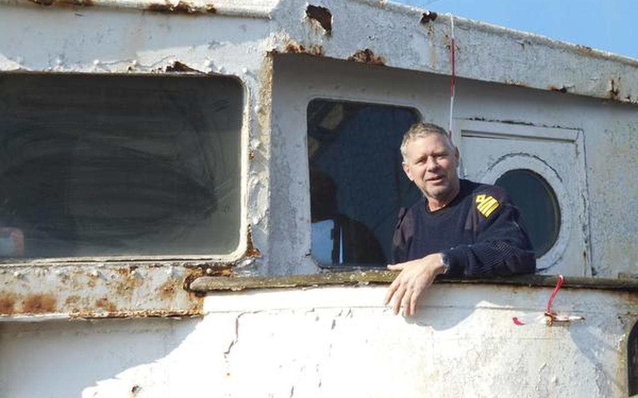 Kapitein Geert de Boer uit Veendam heeft de Calypso in het ruim van de Abis Dusavik. FOTO DVHN