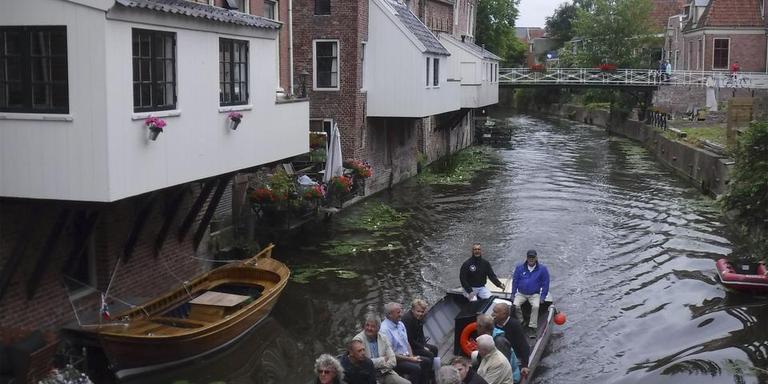 Het nieuwe 'Leutje Damsterveer' kan niet alleen in het stadshart uit de voeten maar ook op de maren rond Appingedam.