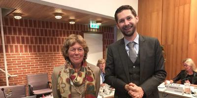 Burgemeester Froukje de Jonge en wethouder Johan Hamster. Foto DVHN