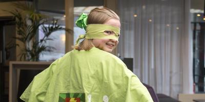 Benthe Dekker (11) uit groep 8 van CBS Prinses Beatrix in Beilen tijdens Energy Challenge in Drenthe. Foto: Archief DvhN