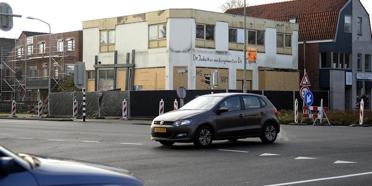 De hoek Kerkstraat-Meint Veningastraat in Hoogezand is een voorbeeld van hoe het niet moet. foto archief jan kanning