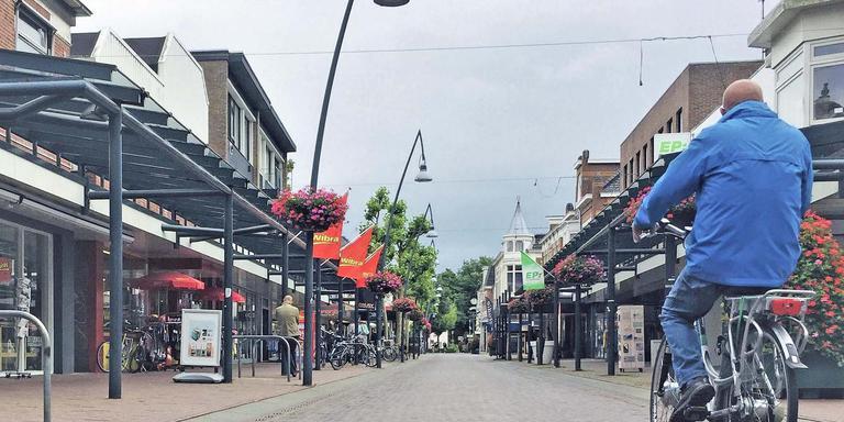 In een deel van de Kerkstraat in Veendam hangt geregeld een putlucht. Foto DvhN