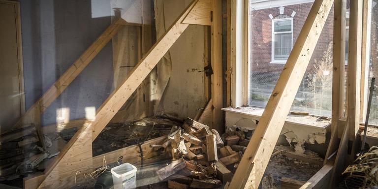Het vertrouwen in de woningmarkt in het aardbevingsgebied neemt toe. Op de foto zwaar beschadigd huis in Schildwolde. Foto: Archief DvhN/Kees van de Veen