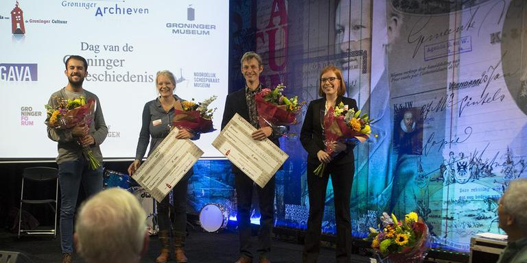Alle genomineerden van de Scriptieprijs bijeen, v.l.n.r. Christiaan Brinkhuis, Aline Hut-de Groot (winnaar publieksprijs), Jim Klingers (winnaar juryprijs) en Lisanne Coolen. Eigen foto.