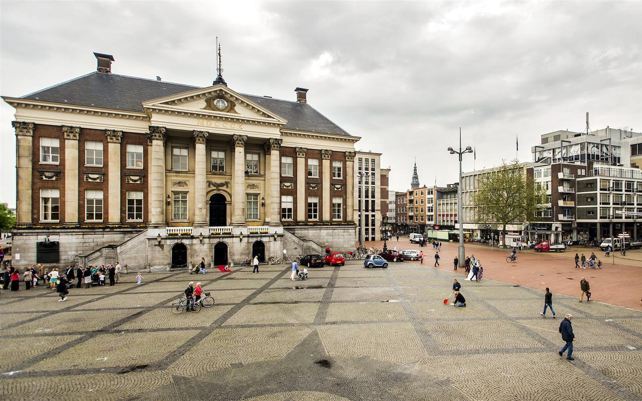 Het stadhuis op de Grote Markt in Groningen.