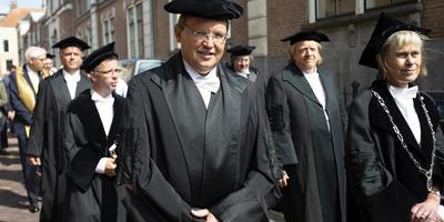 """Hoogleraar Jouke de Vries: """"Deze universiteit zit hier al sinds 1614. Die blijft."""" Foto: Hoge Noorden/Jaap Schaaf"""