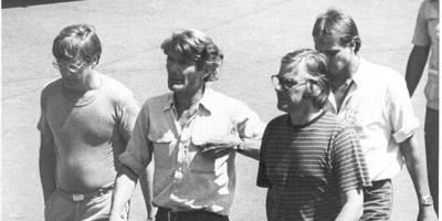 De vier IKON-journalisten in El Salvador. Tweede van links is Koos Koster uit Winschoten. Foto: Archief DvhN