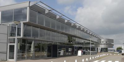 De entree van de luchthaven Eelde. Foto: Artchief DvhN