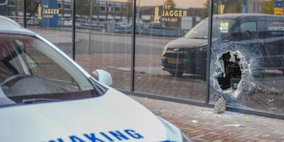 Inbrekers kwamen binnen bij The Jagger Casino door een gat te maken in pui. Foto: De Vries Media