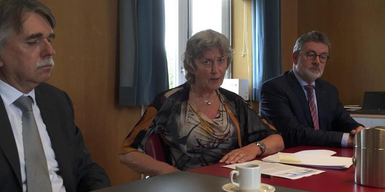 Vlnr: burgemeesters Gerard Beukema (Delfzijl), Rika Pot (Appingedam) en Albert Rodenboog (Loppersum).