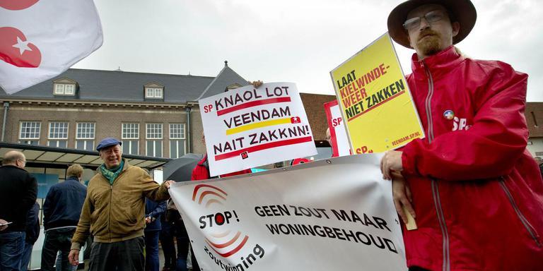 De SP protesteerde dit jaar tegen zoutwinning door Nedmag bij de opening van de Magnesiumdagen Veendam. Foto: Archief DvhN