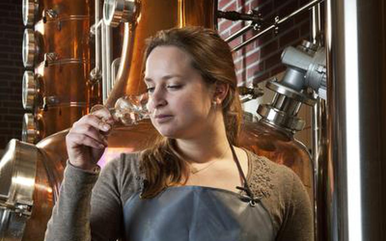 Lisanne Benus, de enige vrouwelijke whiskystoker van ons land.