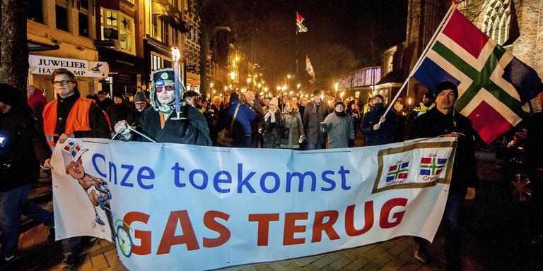 Verontruste Groningers liepen in februari 2017 mee in een fakkeloptocht door het centrum van Groningen om hun stem te laten horen tegen de gaswinning in de provincie. Foto: ANP
