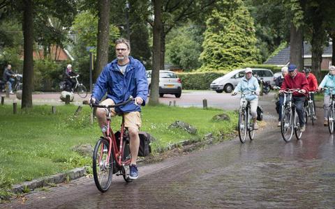 Herman Sandman rijdt een dagje zwart mee met de Drentse Fiets4daagse.